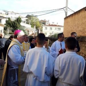 Monseñor José María Yanguas consagra la parroquia y el pueblo de Cañada del Hoyo al Sagrado Corazón