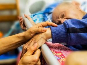 Nuevo documento de la Conferencia Episcopal sobre la eutanasia y los cuidados paliativos
